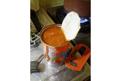 イタリア製のトマト缶詰